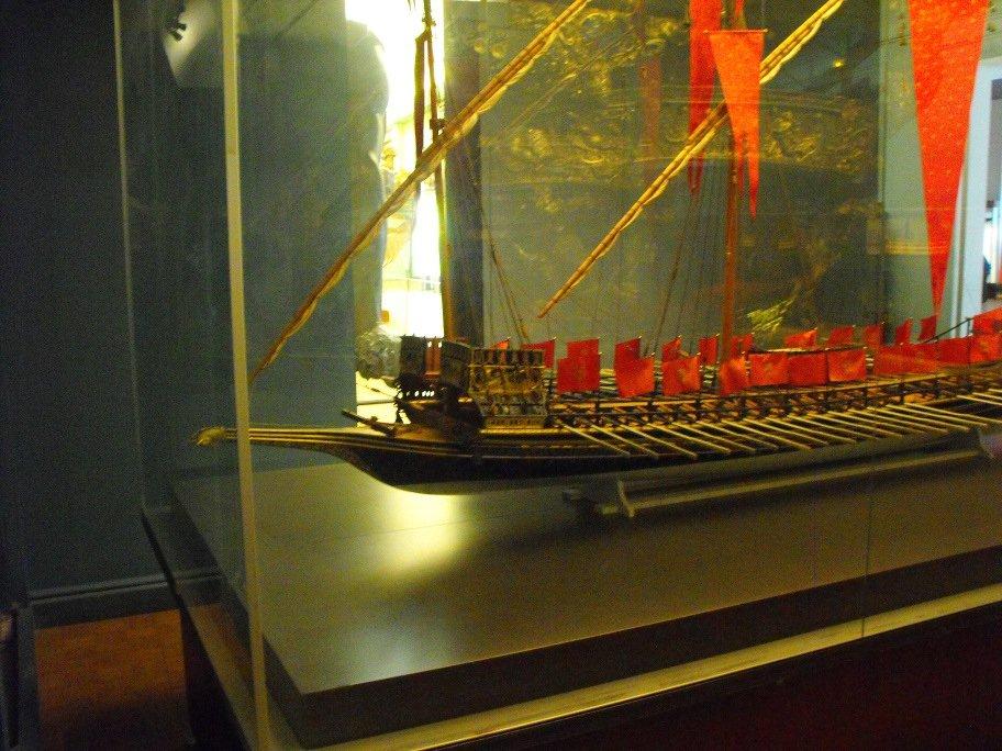 Une visite au musée de la marine dans journal famille reale_11