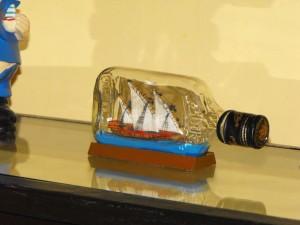 Bateau en bouteille dans journal famille dscf0099-300x225